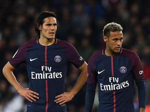 Alves lên tiếng vụ Neymar tranh đá phạt với Cavani