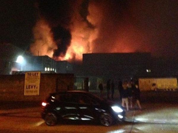 Cháy kinh hoàng tại một nhà kho ở London (Anh)