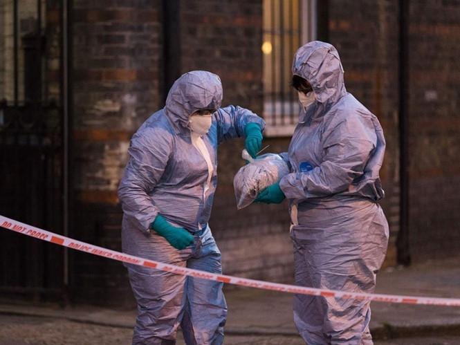 Cảnh sát Pháp điều tra hiện trường vụ tạt a xít tại Marseille /// AFP