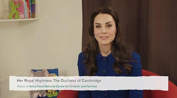 Công nương Kate lần đầu xuất hiện sau thông báo mang bầu lần 3, xanh xao vì ốm nghén nặng - Ảnh 1.