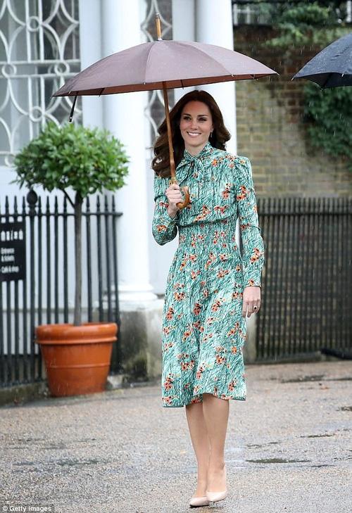 Công nương Kate lần đầu xuất hiện sau thông báo mang bầu lần 3, xanh xao vì ốm nghén nặng - Ảnh 3.