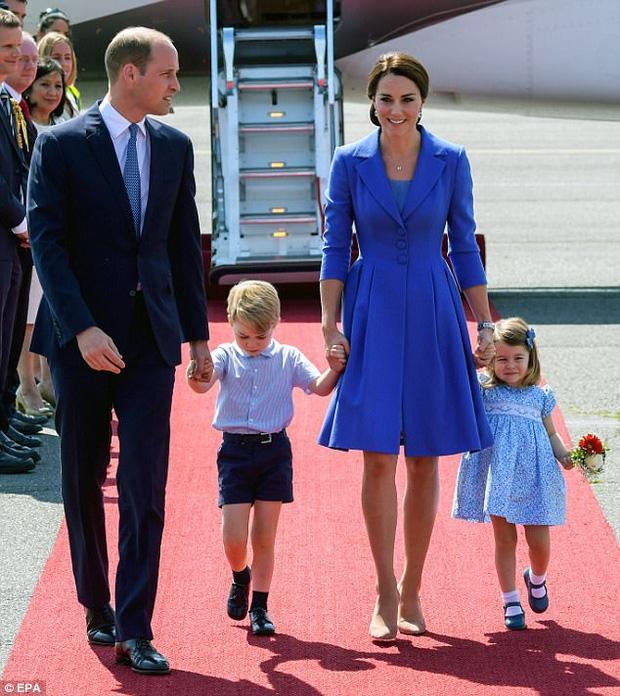 Công nương Kate lần đầu xuất hiện sau thông báo mang bầu lần 3, xanh xao vì ốm nghén nặng - Ảnh 5.
