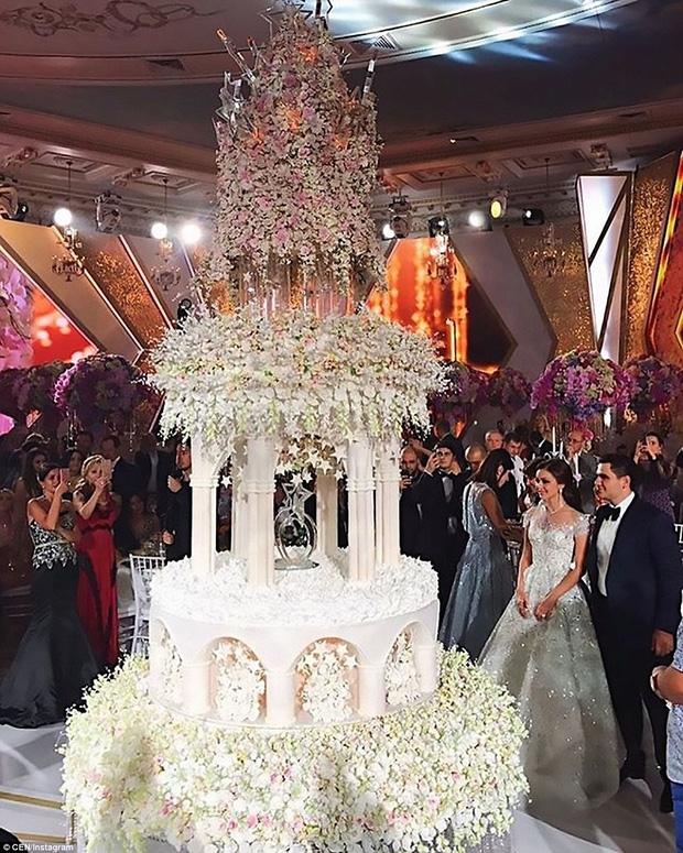Đám cưới xa hoa của con trai ông trùm bất động sản Nga cùng cô dâu xinh đẹp như công chúa trong truyện cổ tích - Ảnh 3.