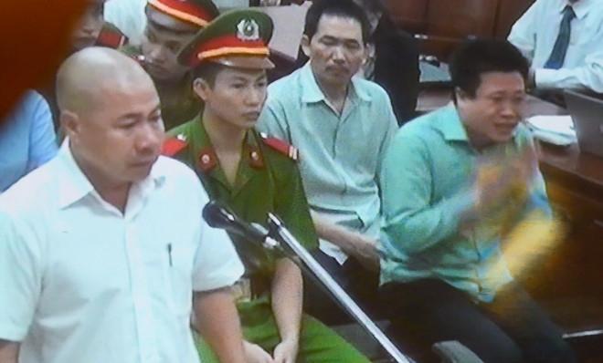 Ha Van Tham, Hoang Thi Hong Tu roi nuoc mat o phan tu bao chua hinh anh 2