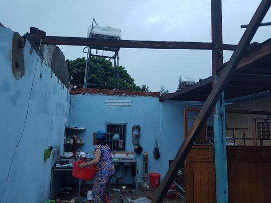 Lâm Đồng: Lốc xoáy 30 phút, hàng chục căn nhà chỉ còn lại vách - Ảnh 2.