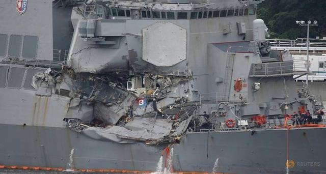Tàu USS Fitzgerald hư hại sau va chạm với tàu hàng Philippines ở ngoài khơi Nhật Bản hồi tháng 6 (Ảnh: Reuters)