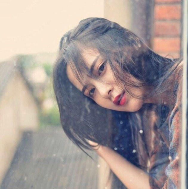 Cô sinh ngày 2/2/1998, tại quận Triều Dương, thành phố Bắc Kinh, Trung Quốc.