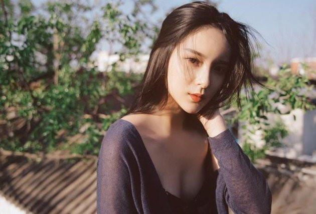 Trang weibo của Trương Hiểu Duy có hơn 250.000 lượt theo dõi. Những bạn trẻ thường xuyên bình luận trên trang cá nhân của Hiểu Duy đều khen cô nàng có khí chất thần tiên tỷ tỷ, hay là nữ thần thế hệ mới...