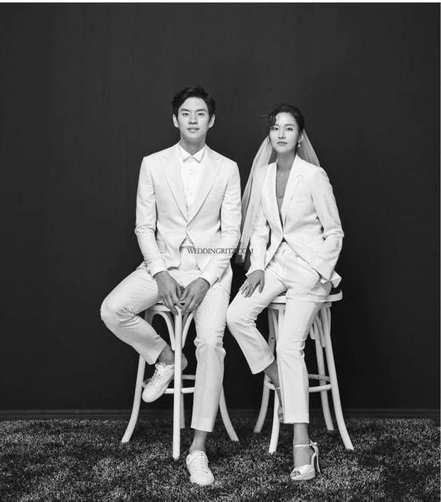 Ảnh cưới của Song Joong Ki - Song Hye Kyo bất ngờ được tiết lộ và sự thật đằng sau đó - Ảnh 2.