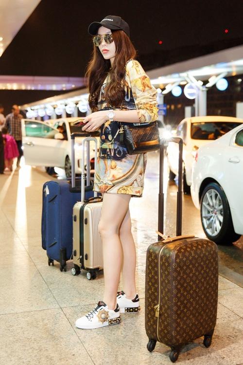 Chỉ mới ra sân bay đến Milan mà Hoa hậu Kỳ Duyên đã dát 900 triệu tiền hàng hiệu lên người! - Ảnh 3.