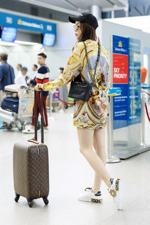 Chỉ mới ra sân bay đến Milan mà Hoa hậu Kỳ Duyên đã dát 900 triệu tiền hàng hiệu lên người! - Ảnh 6.