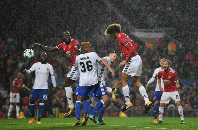 """MU đối xử bất công, Fellaini tự ái: Coi chừng Arsenal – Wenger """"cướp hàng"""" - 3"""