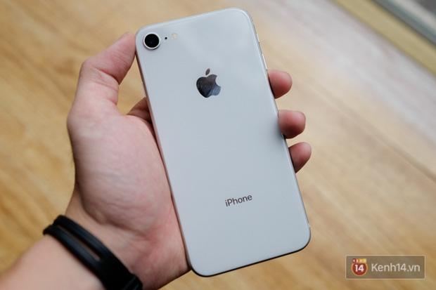 NÓNG: Cận cảnh iPhone 8 đầu tiên tại Việt Nam, giá 20 triệu đồng - Ảnh 5.