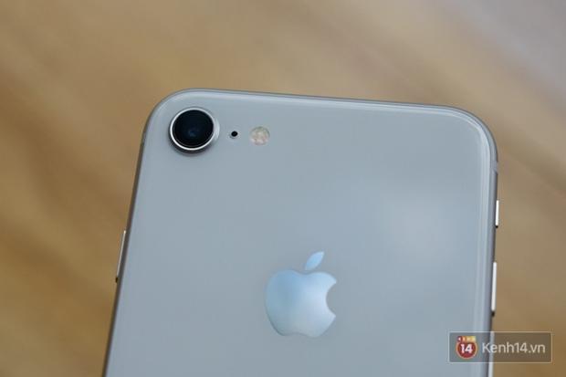 NÓNG: Cận cảnh iPhone 8 đầu tiên tại Việt Nam, giá 20 triệu đồng - Ảnh 10.