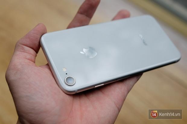 NÓNG: Cận cảnh iPhone 8 đầu tiên tại Việt Nam, giá 20 triệu đồng - Ảnh 14.