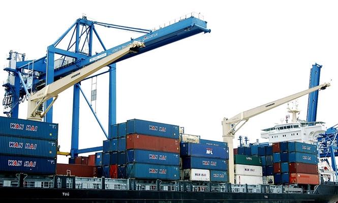 Hàng hóa xuất nhập khẩu đang nặng gánh với thủ tục kiểm tra chuyên ngành /// Ảnh: Ngọc Thắng