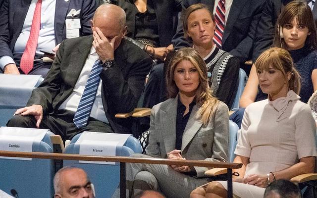 Chánh văn phòng nhà Trắng, John Kelly (trái), ngồi gần Đệ nhất Phu nhân Melania Trump trong khi nghe bài phát biểu của Tổng thống Donald Trump tại Liên Hiệp Quốc ngày 19/9. (Ảnh: AP)