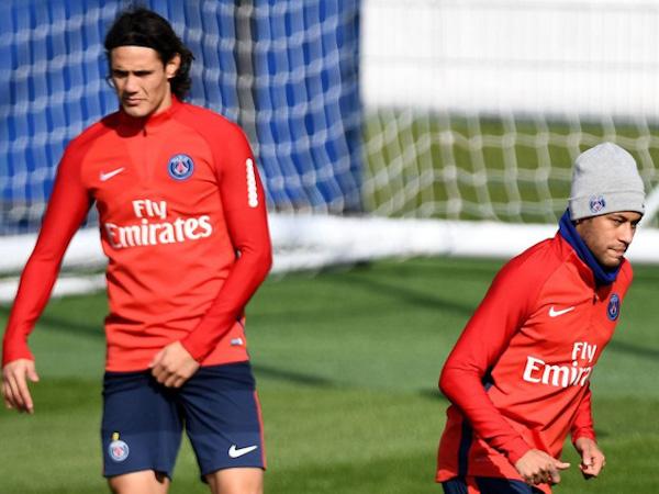 Neymar và Cavani không thèm nhìn mặt nhau trên sân tập