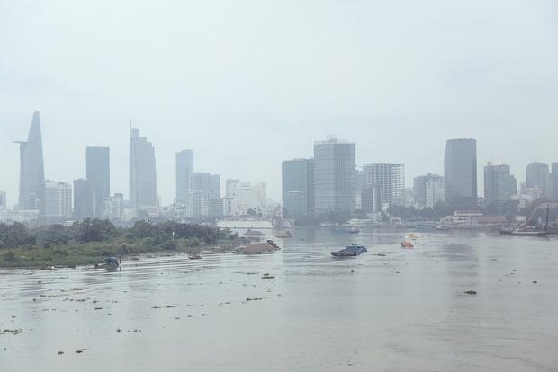 Hàng loạt cao ốc ở Sài Gòn mất tích trong sương mù dày đặc vào giữa trưa - Ảnh 5.