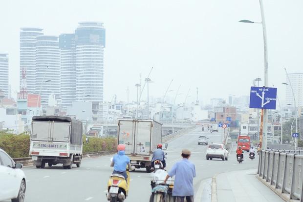 Hàng loạt cao ốc ở Sài Gòn mất tích trong sương mù dày đặc vào giữa trưa - Ảnh 11.