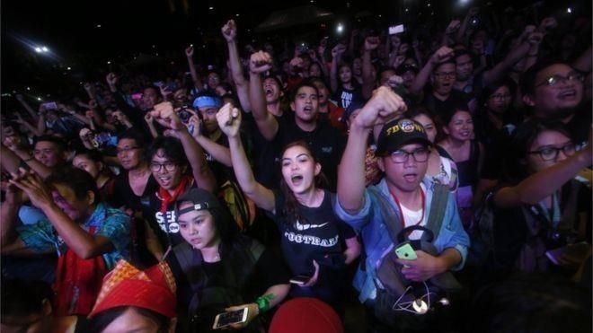 Người dân Philippines biểu tình phản đối Tổng thống Rodrigo Duterte. Ảnh: EPA