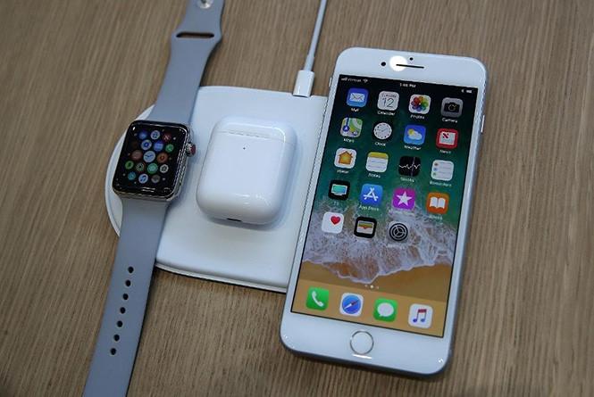 iPhone X là nguyên nhân khiến lượng đặt hàng iPhone 8 và 8 Plus rất thấp  /// Ảnh: AFP