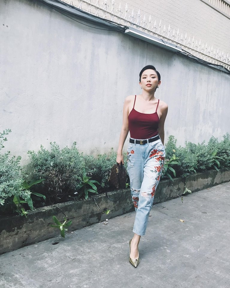 Ket hop trang phuc cung quan jeans nhu Thanh Hang, Hoang Thuy Linh hinh anh 3