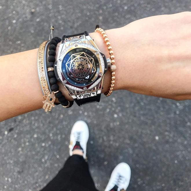Khoe ảnh street style ở Milan, Kỳ Duyên lại khiến fan trầm trồ với chiếc đồng hồ tiền tỉ - Ảnh 2.