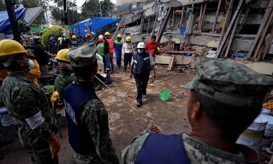 Mexico: Đụng độ do quân đội ngưng tìm nạn nhân động đất - Ảnh 1.