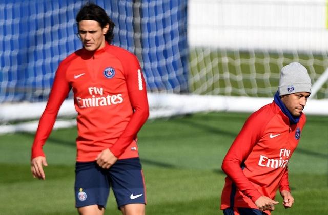 Neymar và Cavani gần như không thèm nhìn mặt nhau trên sân tập