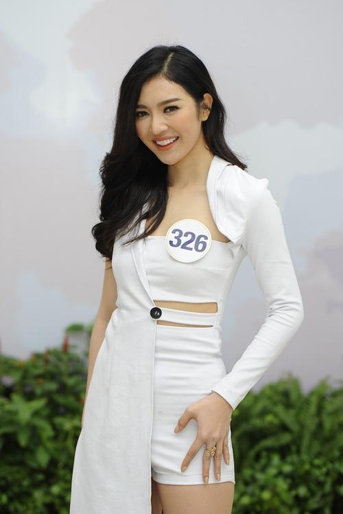 Nhan sắc đời thường của 10 cô gái đầu tiên lọt vào Bán kết Hoa hậu Hoàn vũ Việt Nam 2017 như thế nào? - Ảnh 1.
