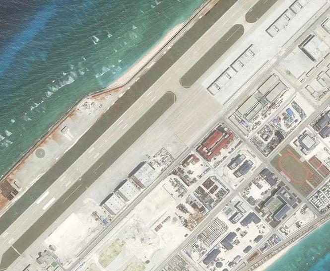 Trung Quốc xây dựng phi pháp các công trình trên đá Chữ Thập thuộc quần đảo Trường Sa của VN /// Ảnh: AMTI
