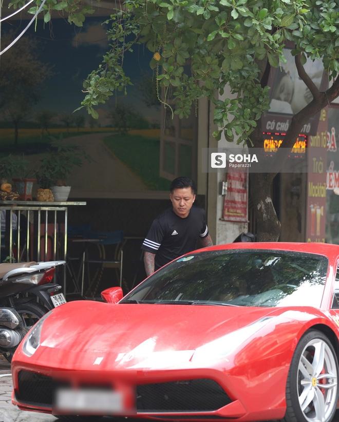 [Video hot] Tuấn Hưng phóng siêu xe Ferrari 15 tỷ gây chú ý trên phố - Ảnh 2.