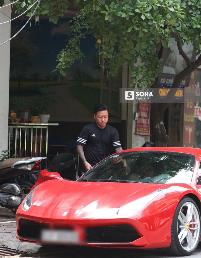 [Video hot] Tuấn Hưng phóng siêu xe Ferrari 15 tỷ gây chú ý trên phố - Ảnh 3.