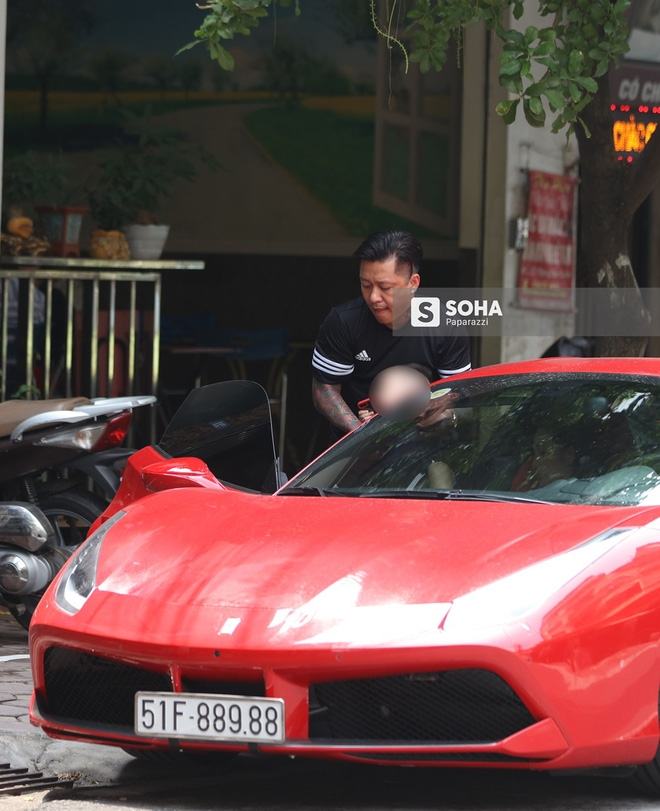 [Video hot] Tuấn Hưng phóng siêu xe Ferrari 15 tỷ gây chú ý trên phố - Ảnh 4.