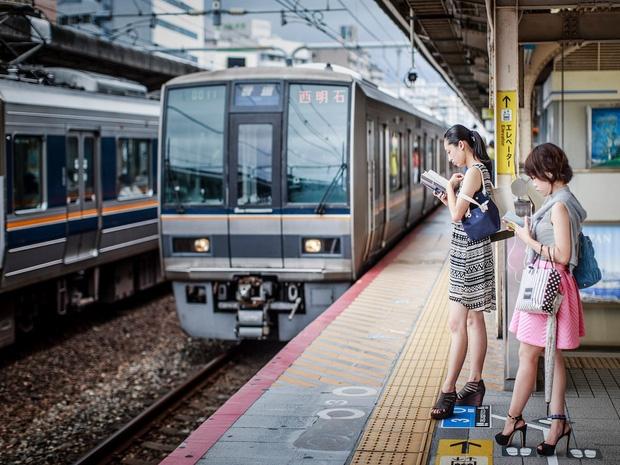 Vì lời khẩn cầu động lòng của 2 đứa trẻ muốn tìm mẹ, nhà ga Nhật Bản đã phá bỏ cả quy định ngặt nghèo - Ảnh 1.