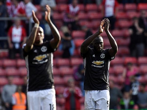 Lukaku nổ súng, Man Utd ngang điểm với Man City