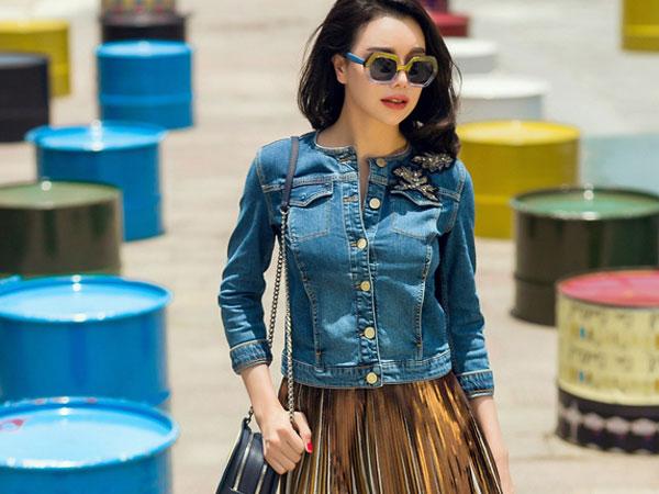 Trà Ngọc Hằng mix màu tươi sáng cho street style
