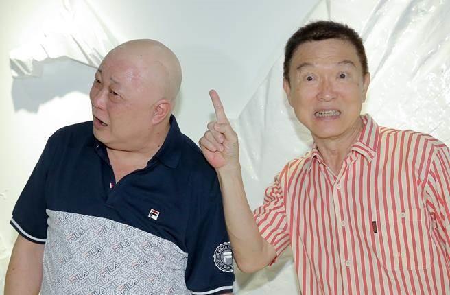 'Bao Cong' Kim Sieu Quan viet di chuc cam vo cuoi trai tre hinh anh 4