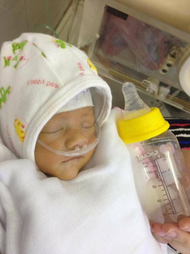 Hà Nội: Bé gái sinh non chỉ nặng 1,4 kg bị mẹ đưa đến bệnh viện rồi bỏ rơi - Ảnh 2.
