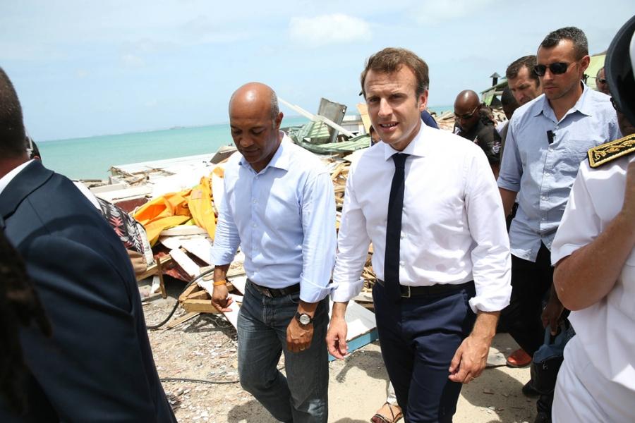Tong thong Macron truot dai vi thai do ngao man, xa cach hinh anh 2