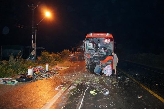 Tai nạn liên hoàn trên đường Hồ Chí Minh, hàng chục người thương vong - Ảnh 3.
