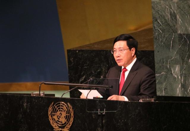 Phó Thủ tướng, Bộ trưởng Bộ Ngoại giao Phạm Bình Minh phát biểu tại phiên Thảo luận.
