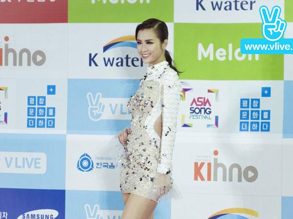 Đông Nhi tỏa sáng trên sân khấu Asia Song Festival ở Hàn Quốc