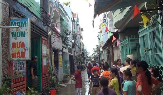 Cháy lớn nhà trông trẻ ở Sài Gòn, hai vợ chồng tháo chạy ra ngoài thoát thân - Ảnh 2.