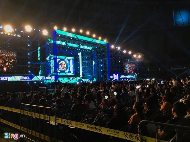 Dong Nhi toa sang tren san khau Asia Song Festival o Han Quoc hinh anh 3