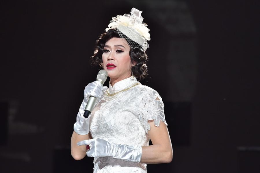 Hoai Linh lam co dau xinh dep trong live show Quang Ha hinh anh 3