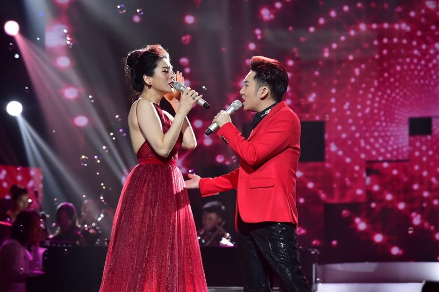 Hoai Linh lam co dau xinh dep trong live show Quang Ha hinh anh 7