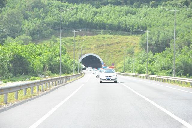 Đoàn xe đi khảo sát, kiểm tra an toàn giao thông tại các hầm, đèo trên địa bàn