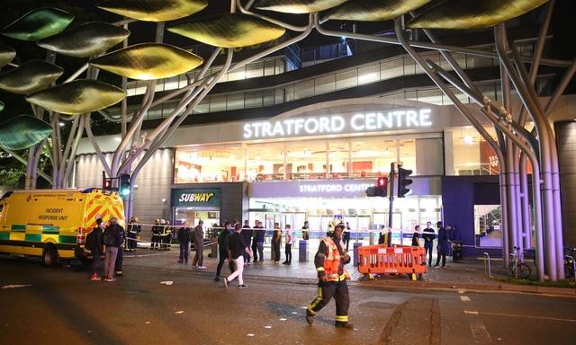 Lại tấn công bằng axit ở Anh, 6 người bị thương - Ảnh 1.